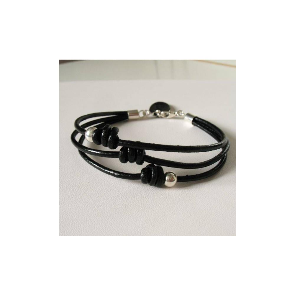 Bracelet Hugo triple lien en cuir noir. Cube argent massif. DOZ