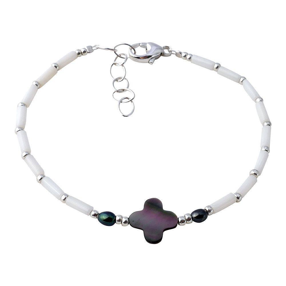 Bracelet trèfle en nacre noire et corail blanc.