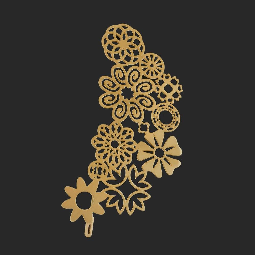Broche dorée envolée de fleurs