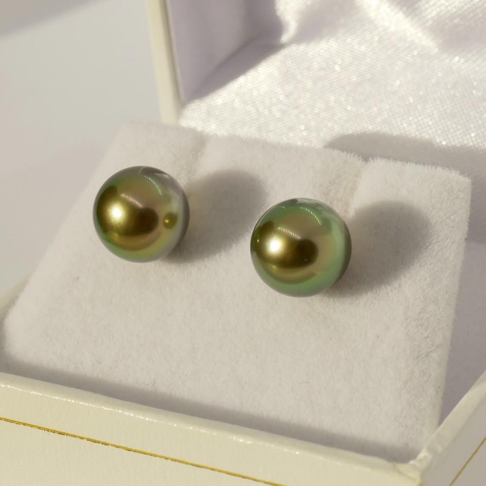 Boucles d'oreilles Perle de Tahiti pistache. OR jaune 750