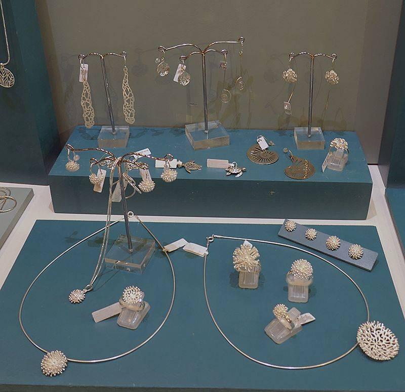 Bijoux en argent massif série Récif. oursin, corail, poissons