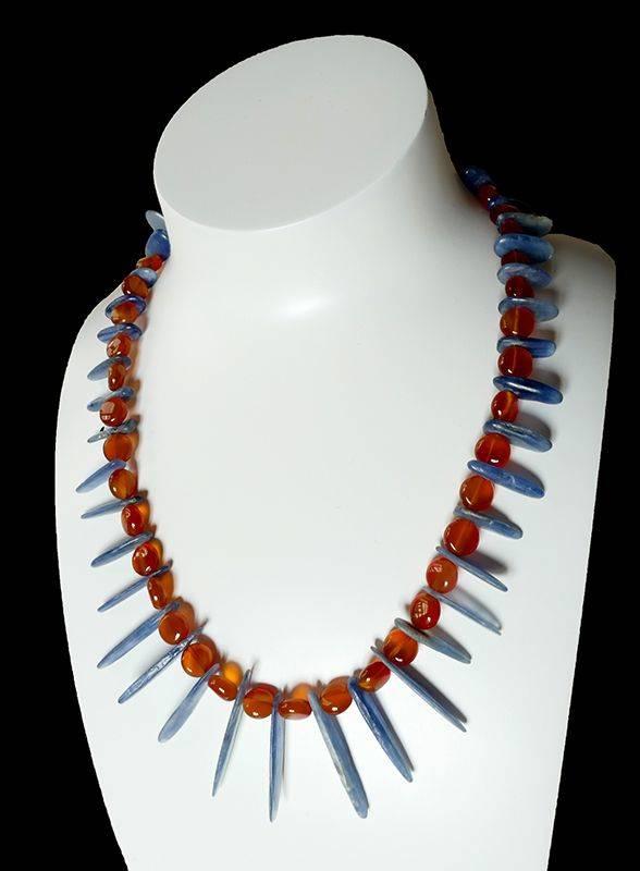 Kyco, collier de pierres naturelles bleues et oranges